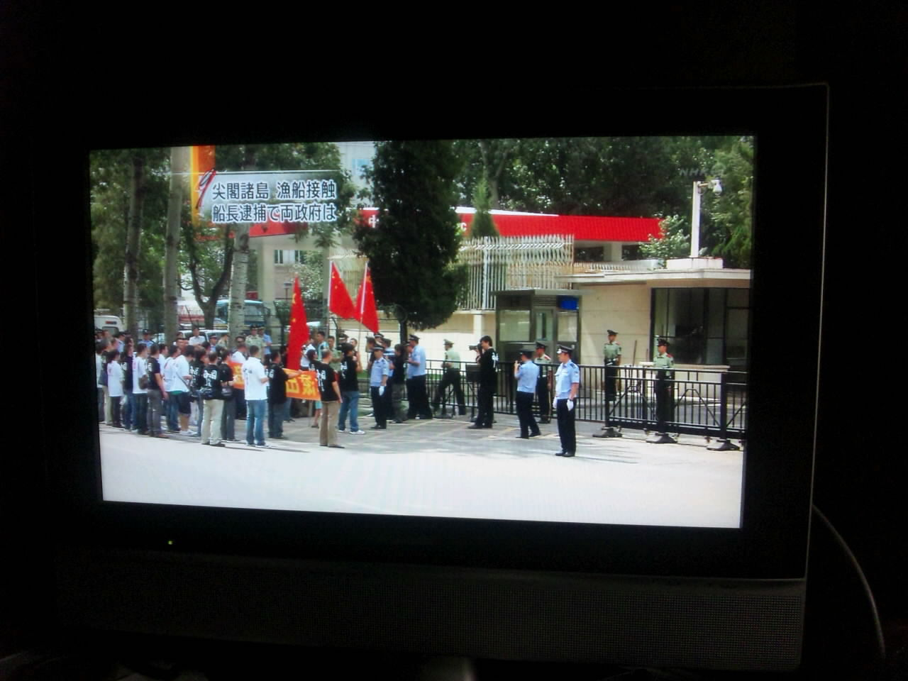 NHKテレビ9時ニュース 再び北京での抗議活動を報道_d0027795_2130578.jpg
