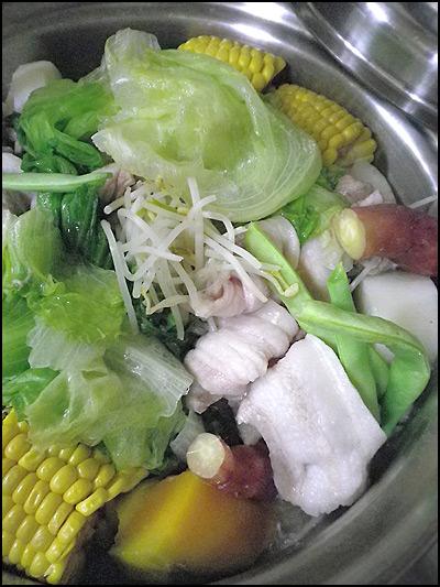 「食べるラー油 on 超手抜き蒸し野菜 with 豚〜チャン」100909_b0006637_1182865.jpg