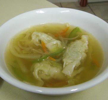 スープ餃子と春巻き...はどちらも同居人のお腹に納まりました。_c0119140_1321714.jpg
