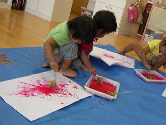 お絵かきを楽しみました。ことりぐみ(2歳児)_c0197584_1229940.jpg