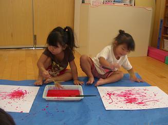 お絵かきを楽しみました。ことりぐみ(2歳児)_c0197584_12303052.jpg