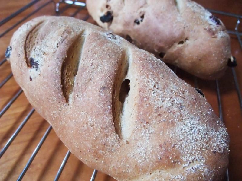 塩とまと甘納豆入りライ麦パン_a0115906_18224145.jpg
