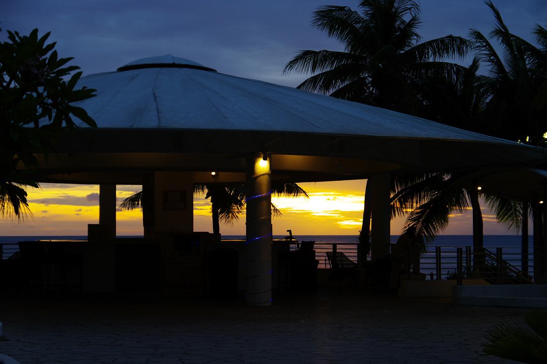 2010年夏のグアム旅行(6) ~ Resort Hotel ② 魅惑のサンセット~_c0223825_22533547.jpg