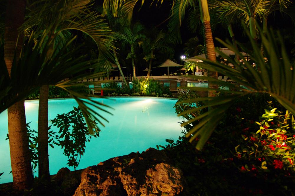 2010年夏のグアム旅行(6) ~ Resort Hotel ② 魅惑のサンセット~_c0223825_231407.jpg