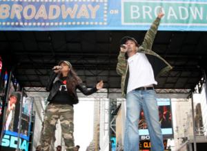 "\""Broadway On Broadway 2010\""の感動的なフィナーレ映像_b0007805_10231724.jpg"
