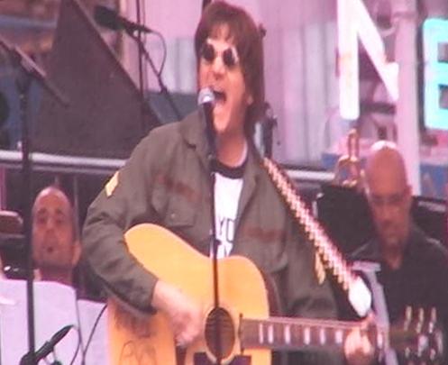 """ビートルズの名曲、\""""Hey Jude\""""をタイムズスクエアで大合唱_b0007805_23104252.jpg"""