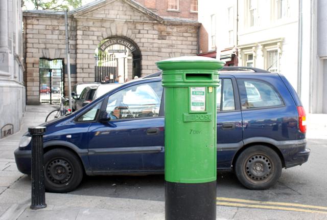アイルランドのポストは緑色_e0175918_4495666.jpg