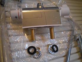 ユニットバスのシャワー付き混合水栓の取替え方法です。~取り付け方法1。_d0165368_65341.jpg
