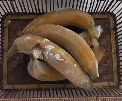 冷凍 ごと バナナ 皮 バナナを皮ごと食べる危険性は?