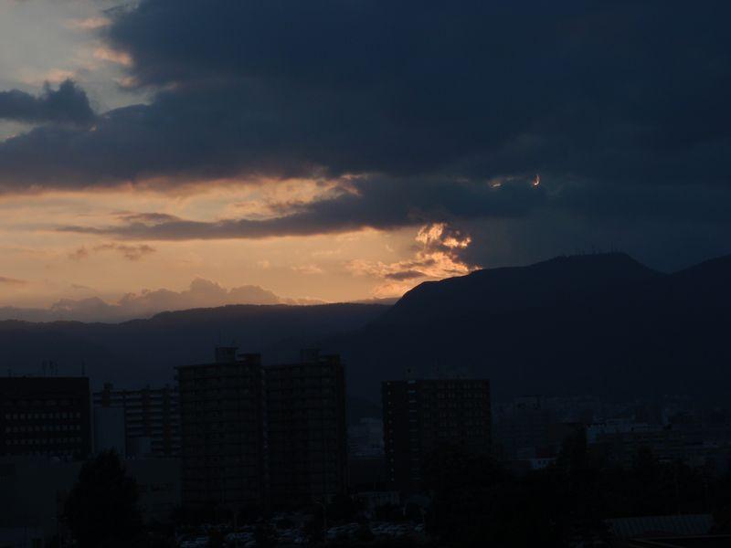 大通りのオアシスと夕暮れ_c0025115_17512559.jpg