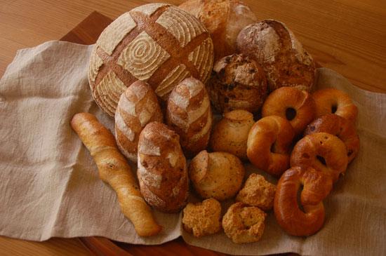 1週間に1回はパンの話題もかかないと。_f0203920_1423367.jpg