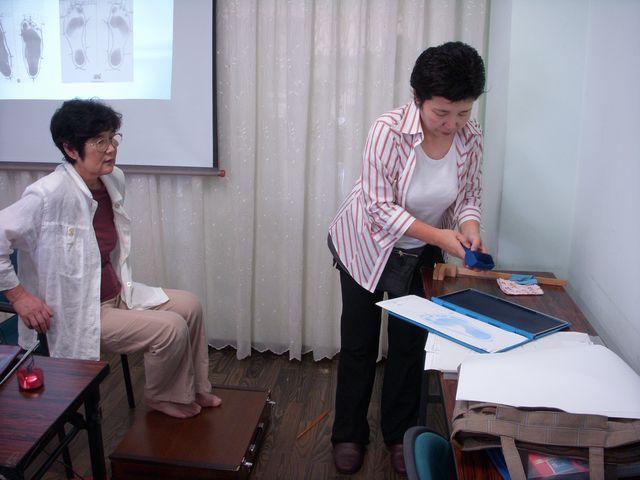 認知症予防教室・・・足・靴について_c0113948_2183663.jpg