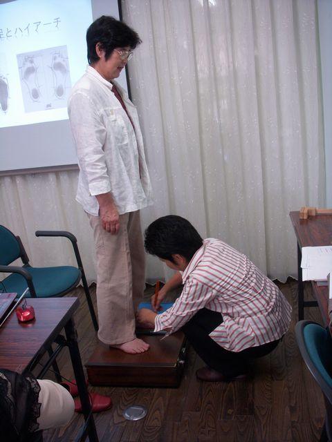 認知症予防教室・・・足・靴について_c0113948_2194740.jpg