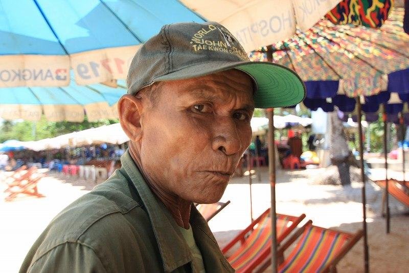 パタヤの海でスルメを買う_c0134569_20492662.jpg