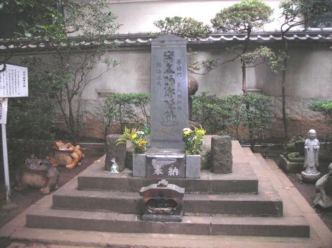 将門の首塚_d0183174_1833277.jpg