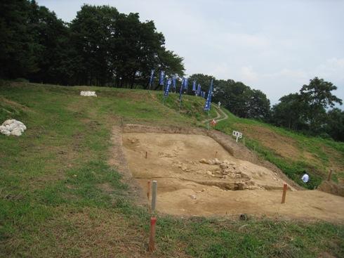 平成22年 桑折西山城本丸跡 発掘調査 現地説明会⑥_a0087378_5121542.jpg