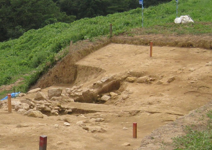平成22年 桑折西山城本丸跡 発掘調査 現地説明会⑥_a0087378_521843.jpg