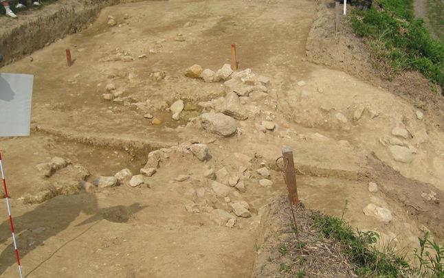 平成22年 桑折西山城本丸跡 発掘調査 現地説明会⑥_a0087378_528992.jpg