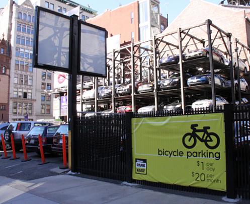ついに有料駐輪場がニューヨークに登場(1日1ドル、1ヶ月20ドル)_b0007805_9281421.jpg