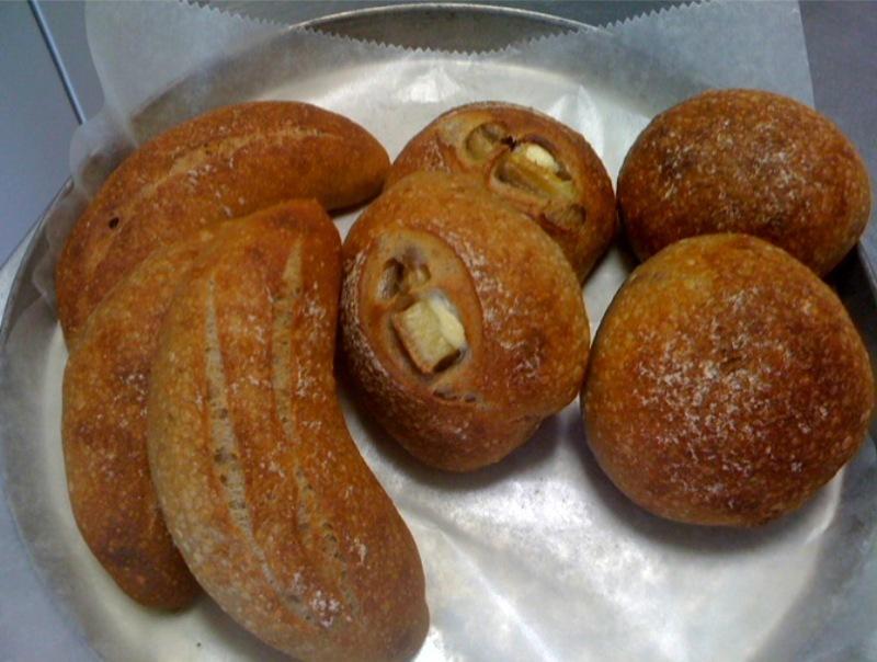 バナナとシナモンの酵母パン_c0209240_14504662.jpg