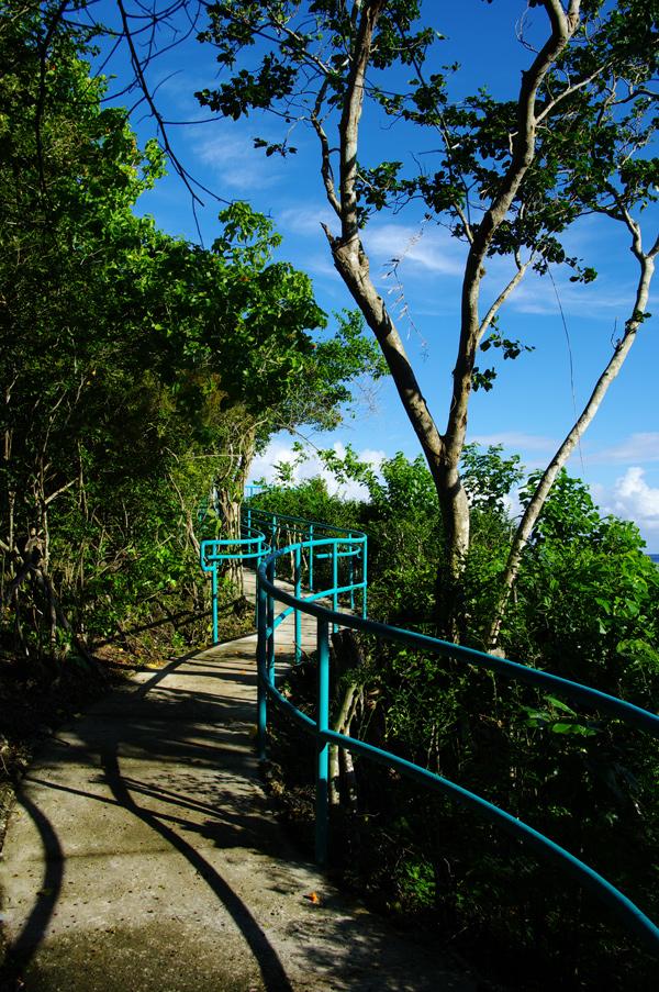 2010年夏のグアム旅行(最終回の前半)~ビーチに掛かる虹、Natur Trail~_c0223825_22572926.jpg