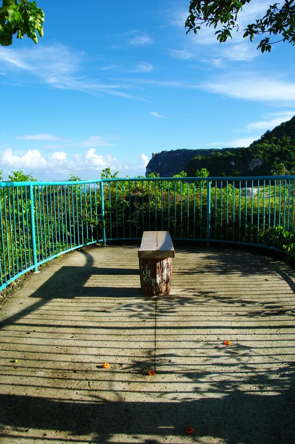 2010年夏のグアム旅行(最終回の前半)~ビーチに掛かる虹、Natur Trail~_c0223825_2301994.jpg
