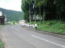 服間小学校の子供たちが枝豆の収穫をしました。_e0061225_16593572.jpg
