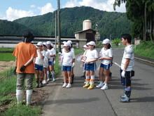 服間小学校の子供たちが枝豆の収穫をしました。_e0061225_1701991.jpg
