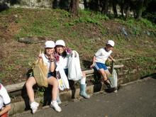 服間小学校の子供たちが枝豆の収穫をしました。_e0061225_17124858.jpg