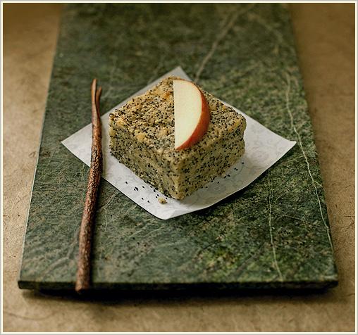 ケシの実と林檎のケーキ_b0117234_18555650.jpg