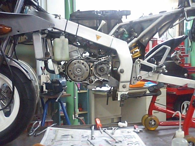 3 NSR50エンジンO/H_e0114857_21183628.jpg