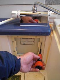 ユニットバスのシャワー付き混合水栓の取替え方法です。~取り付け方法2。_d0165368_7202840.jpg