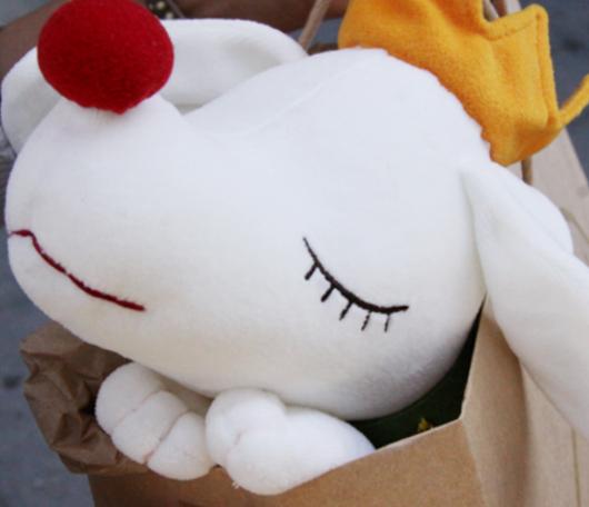 皆を幸せな気持ちにする奈良美智さんの白いワンちゃん_b0007805_3202375.jpg