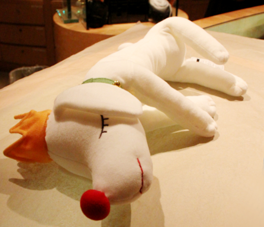 皆を幸せな気持ちにする奈良美智さんの白いワンちゃん_b0007805_3211561.jpg