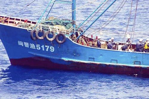 これで沖縄米軍移転問題は吹き飛んだか!?:中国漁船・尖閣領海内接触_e0171614_2029853.jpg