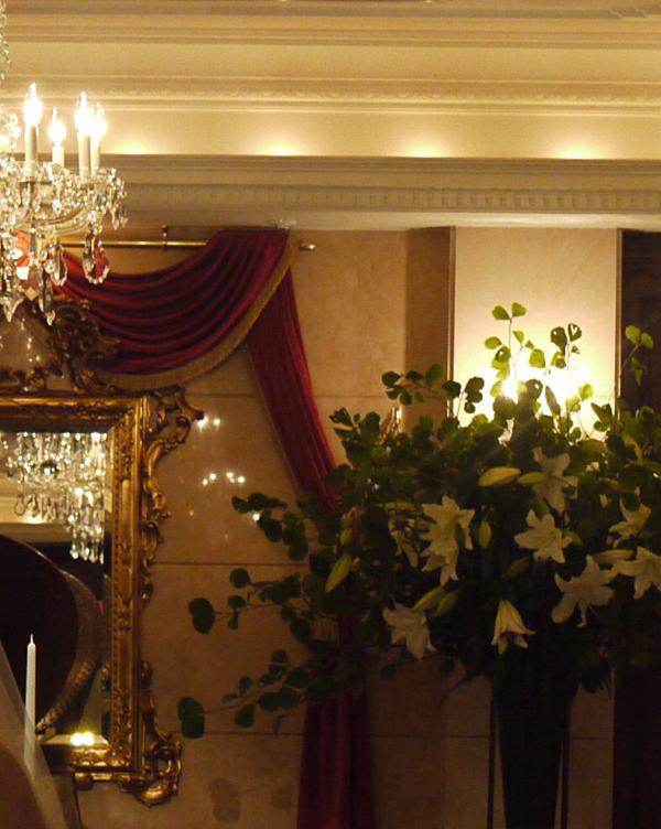 シェ松尾青山サロン様の装花 バラとユリ_a0042928_20261770.jpg