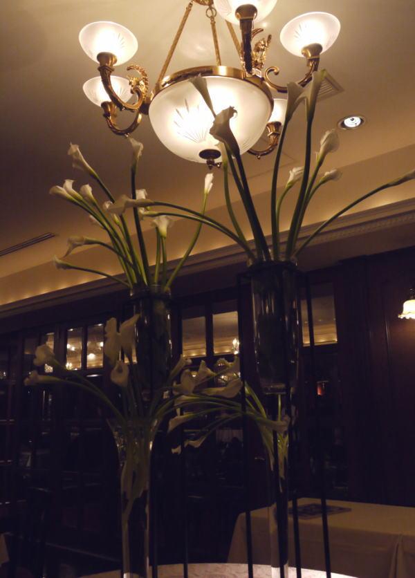 シェ松尾青山サロン様の装花 バラとユリ_a0042928_20263178.jpg
