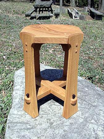 腰掛と、小さなテーブル付きのベンチ_b0126098_19545220.jpg