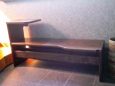 腰掛と、小さなテーブル付きのベンチ_b0126098_19584978.jpg