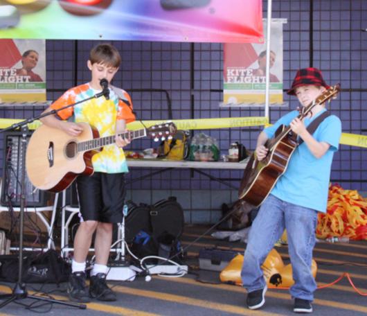 カワイイ小学生男子ミュージシャンのライブに遭遇_b0007805_685986.jpg