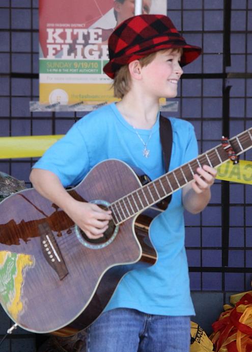 カワイイ小学生男子ミュージシャンのライブに遭遇_b0007805_692677.jpg