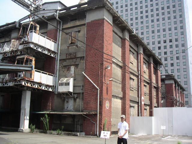 旧帝蚕倉庫の赤レンガを有償配布 講演会も開催_e0146912_19303592.jpg