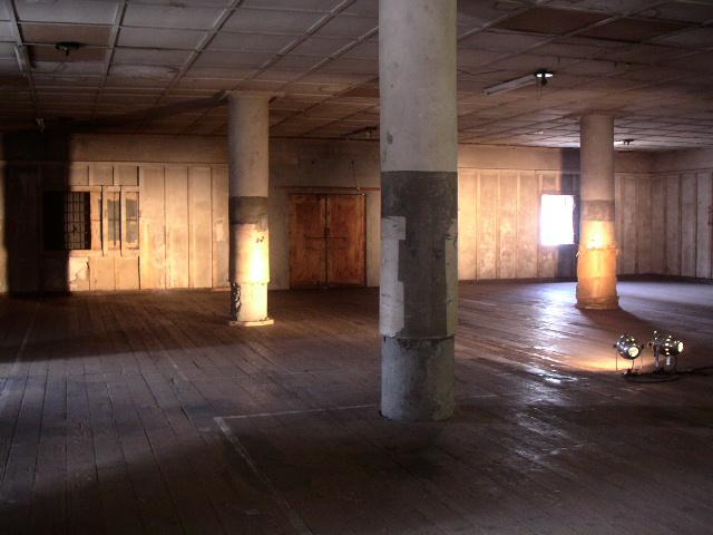 旧帝蚕倉庫の赤レンガを有償配布 講演会も開催_e0146912_19333471.jpg