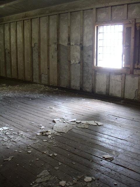 旧帝蚕倉庫の赤レンガを有償配布 講演会も開催_e0146912_19442494.jpg