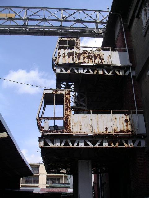 旧帝蚕倉庫の赤レンガを有償配布 講演会も開催_e0146912_19563780.jpg