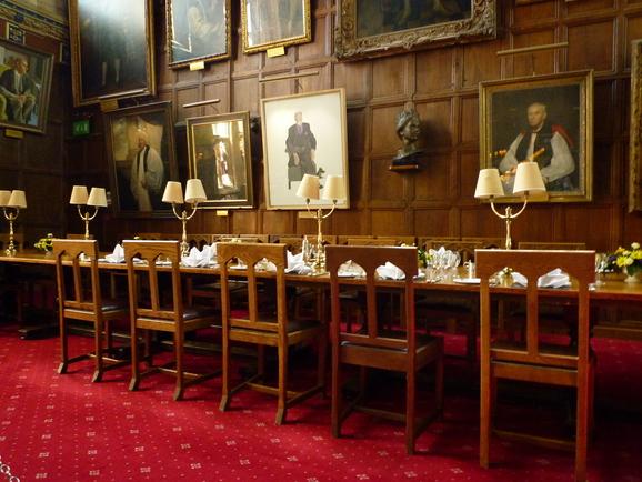 オックスフォード大学の豪華食堂_b0170162_22362497.jpg