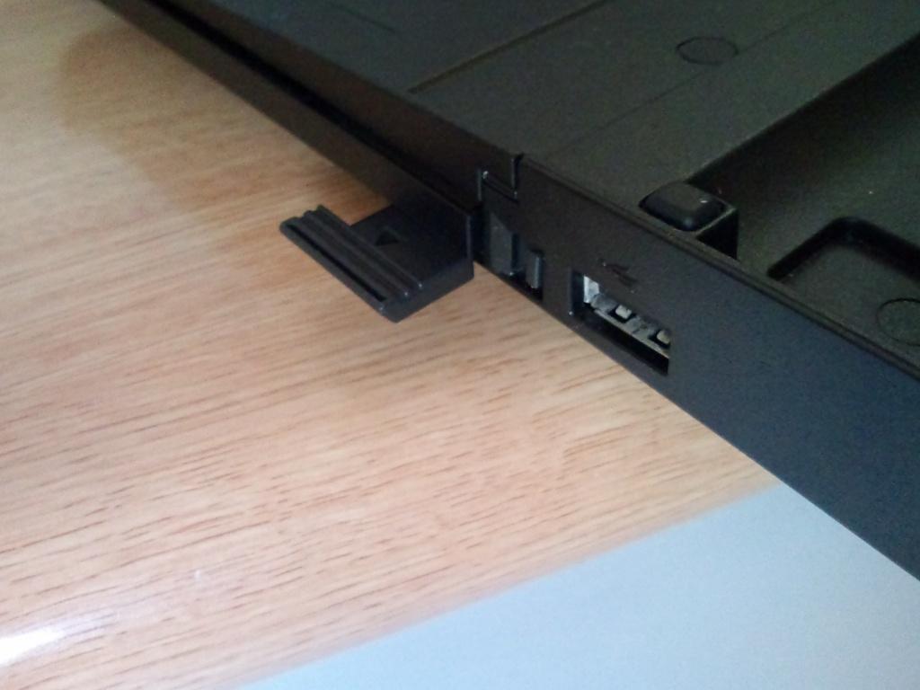 ThinkPad SATA ハードディスクドライブ・ベイアダプター3 を購入した [写真]_b0003577_1064879.jpg