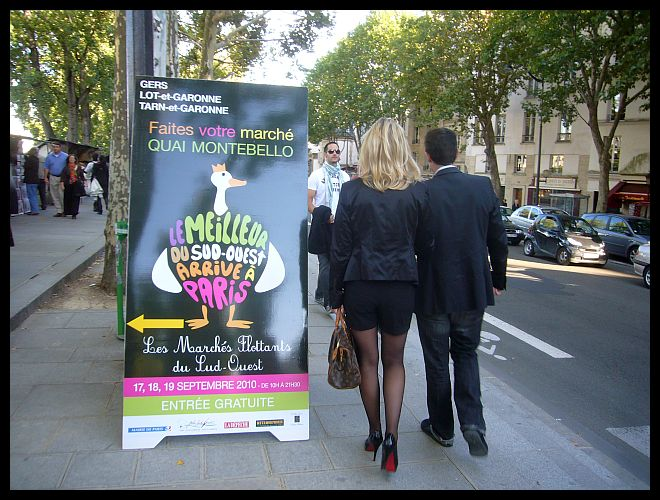 【マルシェMARCHE】毎年、恒例の南西フランス物産展(ノートルダム界隈)PARIS_a0014299_1792811.jpg