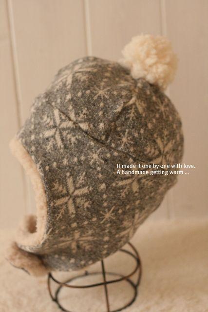 耳まですっぽりあったかい!雪の結晶柄とボアがかわいいニット帽!