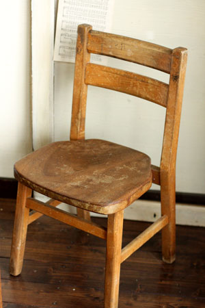 Antique Child Chair_c0118809_22445965.jpg